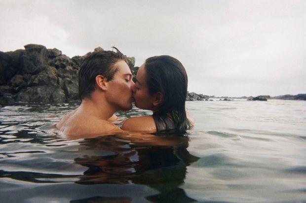 kissing3